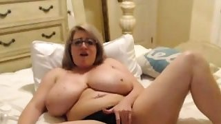 big titted milf loves her..