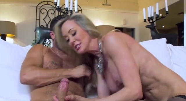 Hot mummy Brandi Love gets..
