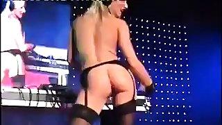 sexy blond djane..
