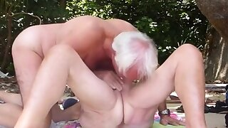 Mature couple screwing on..