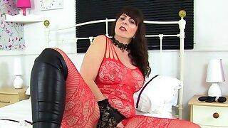 Mature mummy Eva Jayne gets..