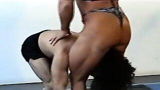 catfight Female bodybuilder..